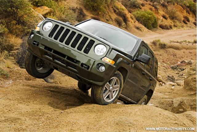 2009 jeep interior redesign motorauthority 002