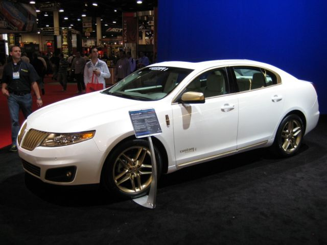 SEMA 2008: 2009 Lincoln MKS...Loves...GOLD