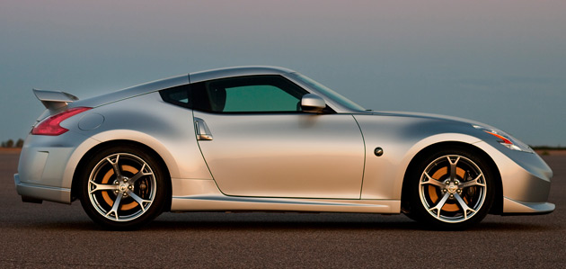 The Nismo  model features a 350hp (261kW) version of the 370Z's 3.7L V6