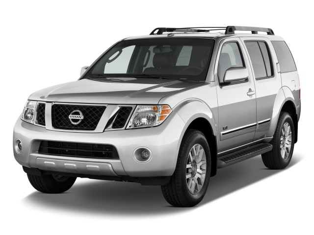 2009 Nissan Pathfinder 4WD 4-door V8 LE Angular Front Exterior View