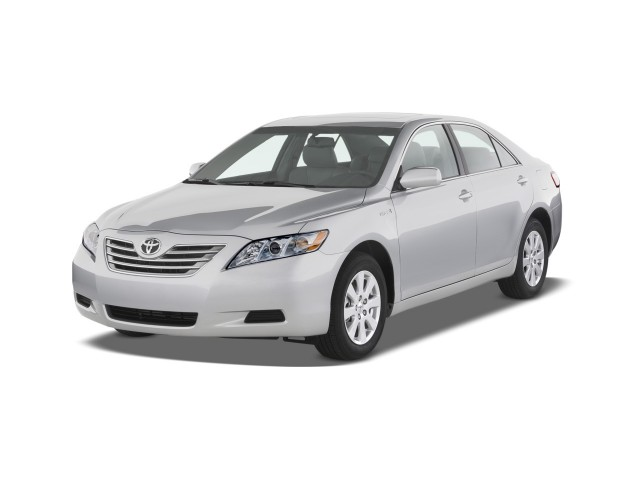 2009 Toyota Camry Hybrid 4-door Sedan (Natl) Angular Front Exterior View