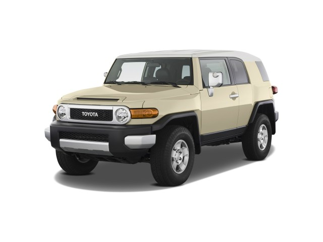 2009 Toyota FJ Cruiser 4WD 4-door Auto (Natl) Angular Front Exterior View
