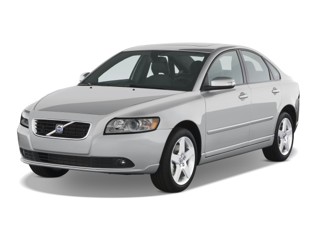 2009 Volvo S40 4-door Sedan 2.4L FWD Angular Front Exterior View