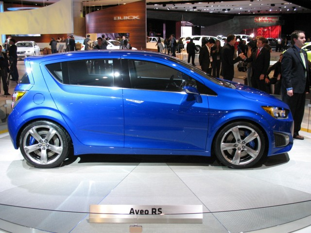 2010 Chevrolet Aveo vs 2010 Kia Rio  The Car Connection