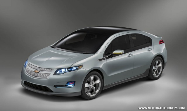 Faceoff 2011 Chevrolet Volt Vs 2012 Toyota Prius Plug In Hybrid