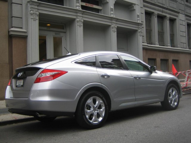 first drive 2010 honda accord crosstour. Black Bedroom Furniture Sets. Home Design Ideas