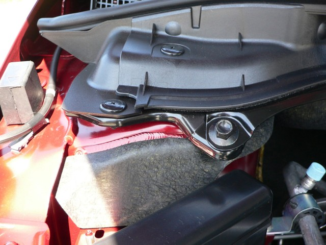 2010 Mazda CX-7 - Strut-tower insulation