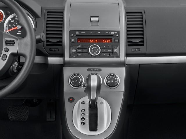 Instrument Panel - 2010 Nissan Sentra 4-door Sedan I4 CVT 2.0 S