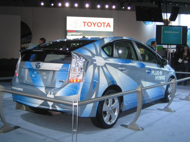 2010 toyota prius plug in arrives early next year for fleets only