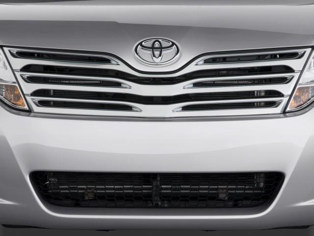 2010-toyota-venza-4-door-wagon-v6-awd-natl-grille_100234932_s.jpg
