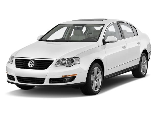 2010 Volkswagen Passat Sedan 4-door DSG Komfort FWD Angular Front Exterior View