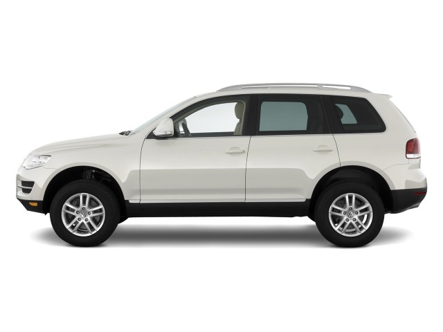 Side Exterior View - 2010 Volkswagen Touareg 4-door VR6