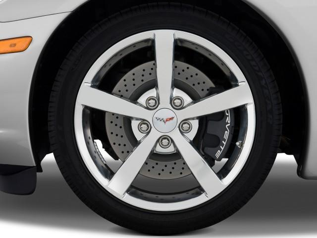 2011 Chevrolet Corvette tire