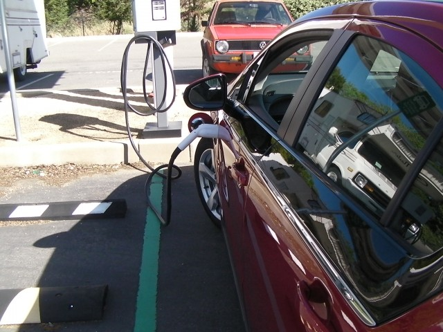 Beverly Hills bans plug-in hybrids from public charging stations