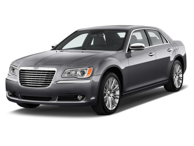 2011 Chrysler 300 4-door Sedan 300C RWD Angular Front Exterior View