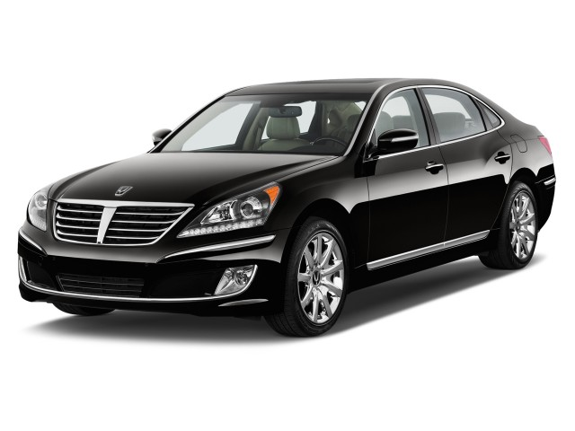 2011 Hyundai Equus 4-door Sedan Signature Angular Front Exterior View