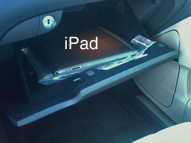 2011 Hyundai Equus with Apple iPad