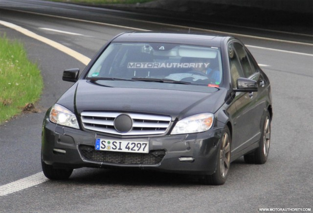 2011 Mercedes-Benz C-Class facelift spy shots