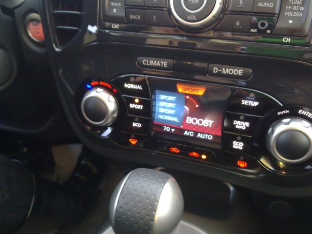 2011 Nissan Juke - I-CON center stack controls