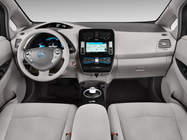 2011 Nissan Leaf 4-door HB SL Dashboard