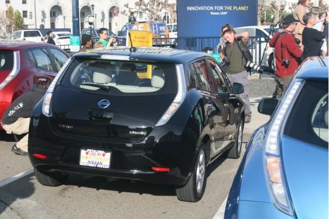 First 2011 Nissan Leaf delivered to buyer, San Francisco, Dec 2010, photo by Eugene Lee