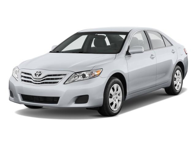 2017 Toyota Camry 4 Door Sedan V6 Auto Le Natl Angular Front Exterior