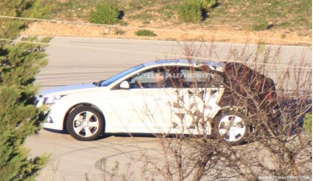 2012 Chevrolet Cruze Hatchback spy shots