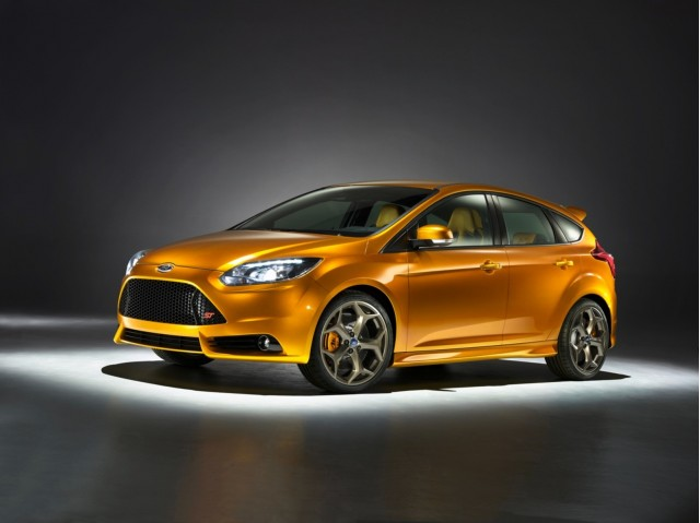 All New Ford Focus St Prototypes Put Through Their Paces From