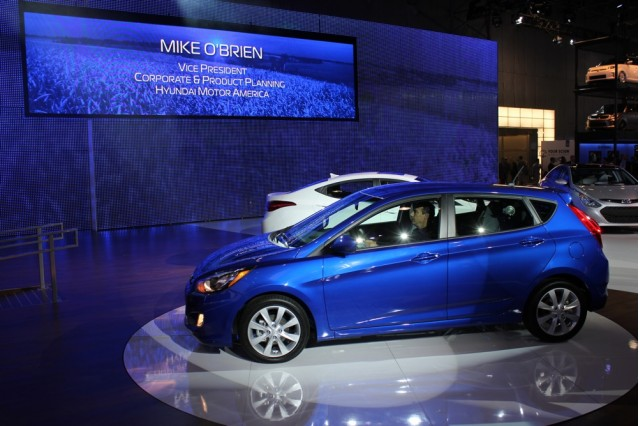 2012 Hyundai Accent Gs Mpg >> With An Accent On Fuel Economy Hyundai Updates The Subcompact