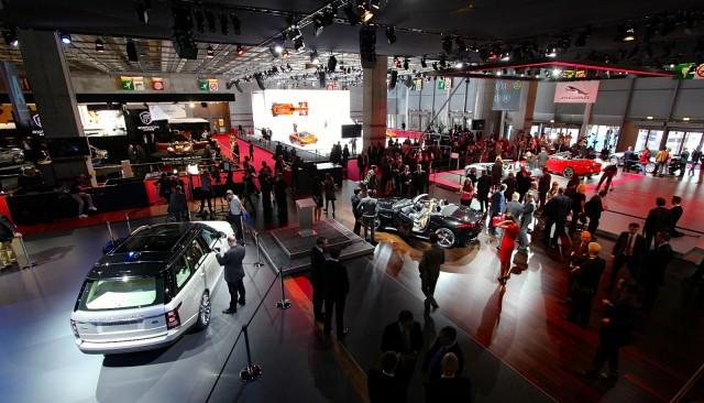 2012 Paris Auto Show crowds