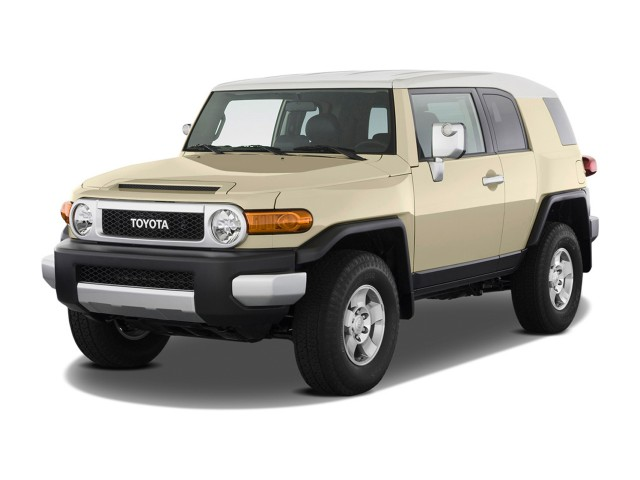 2012 Toyota FJ Cruiser 4WD 4-door Auto (Natl) Angular Front Exterior View