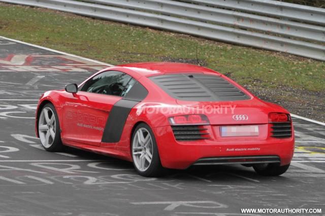 2013 Audi R8 e-tron test mule spy shots