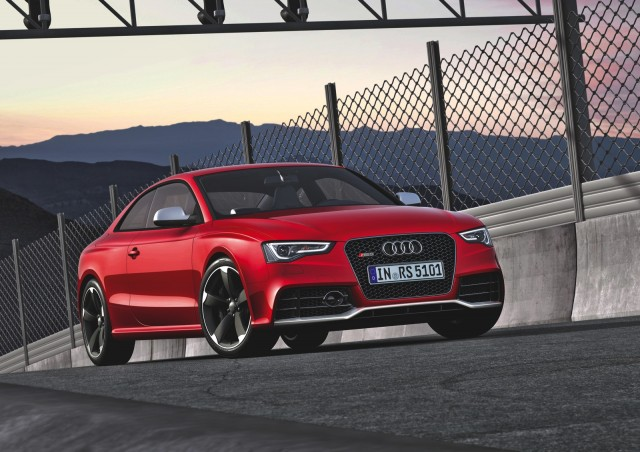 man steals audi rs 5 coupe after test drive video. Black Bedroom Furniture Sets. Home Design Ideas