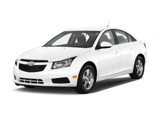 2013 Chevrolet Cruze 4-door Sedan Auto 1LT Angular Front Exterior View