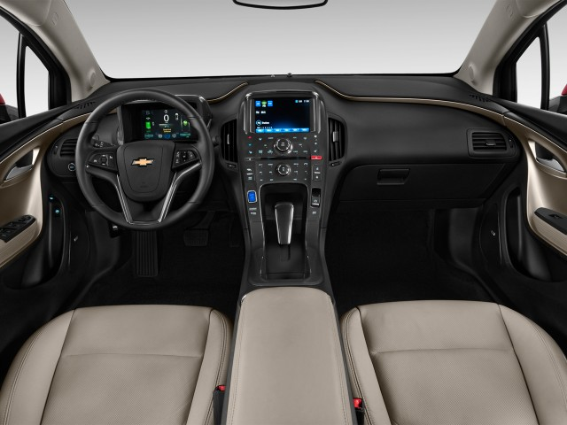 2013 Chevrolet Volt 5dr HB Dashboard