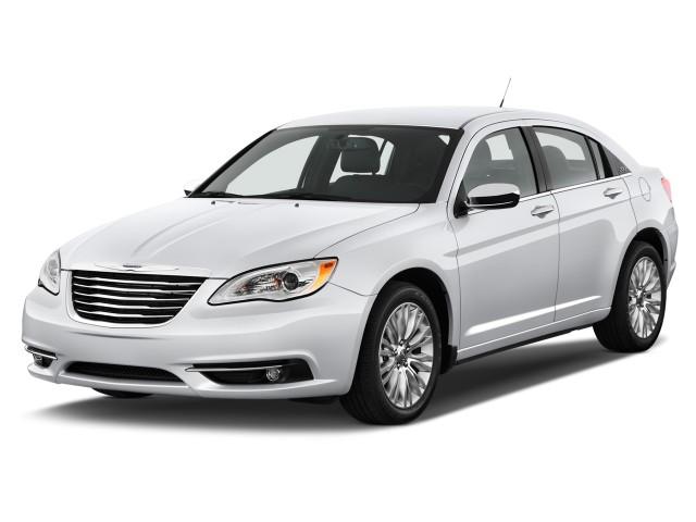 2013 Chrysler 200 4-door Sedan Limited Angular Front Exterior View