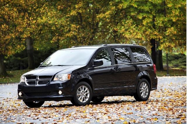 Town And Country Dodge >> 2013 Chrysler Town Country Dodge Grand Caravan Recalled For