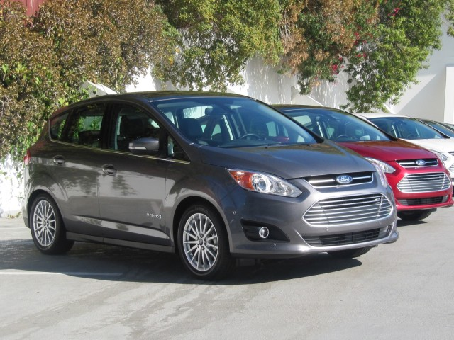 2013 ford c max hybrid can it compete with toyota prius. Black Bedroom Furniture Sets. Home Design Ideas