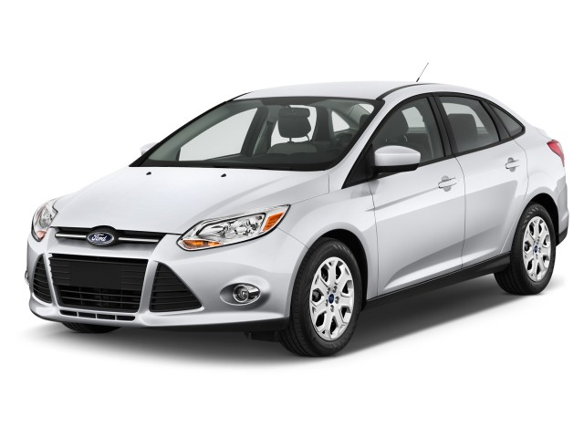 2013 Ford Focus 4-door Sedan SE Angular Front Exterior View