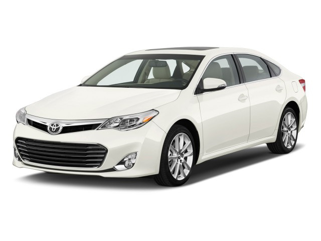 2013 Toyota Avalon 4-door Sedan XLE (Natl) Angular Front Exterior View