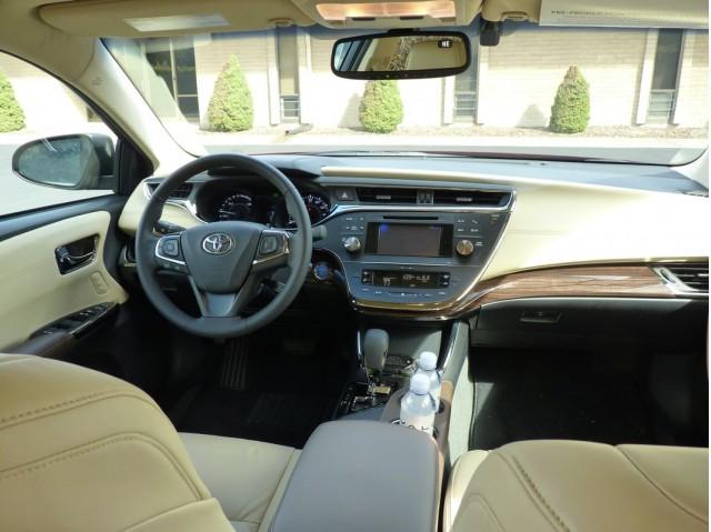 2017 Toyota Avalon Hybrid First Drive 10