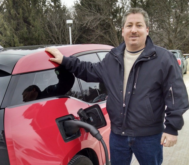 2014 BMW i3 REx owner Tom Moloughney demonstrates DC fast-charing using CCS protocol, Jan 2015
