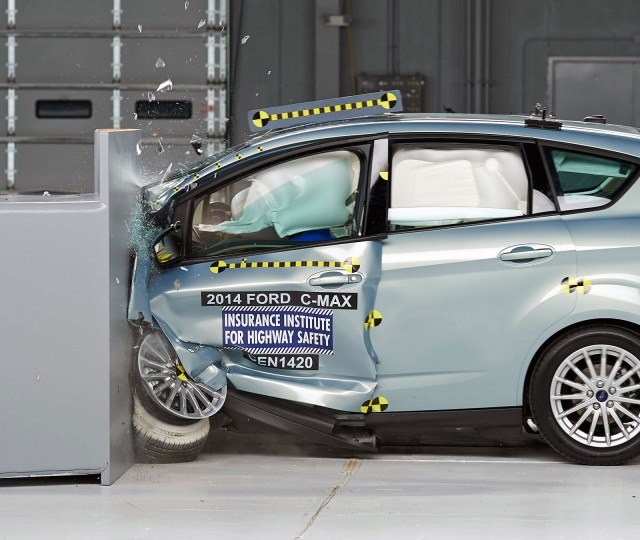 2014 Ford C-Max Hybrid - IIHS small front overlap crash test