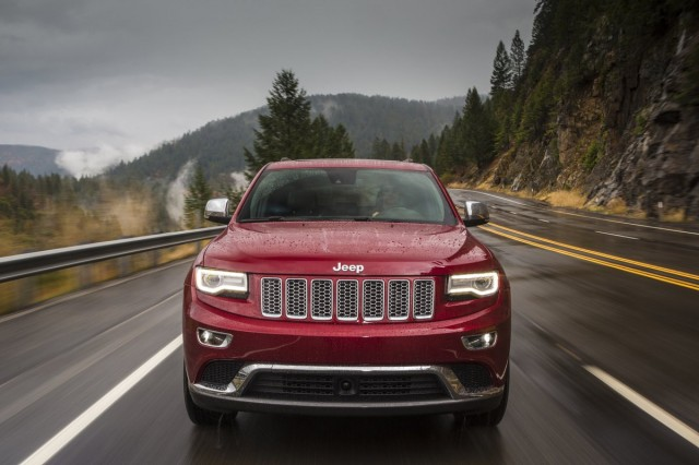 2014 jeep grand cherokee recall addresses parking light flaw. Black Bedroom Furniture Sets. Home Design Ideas