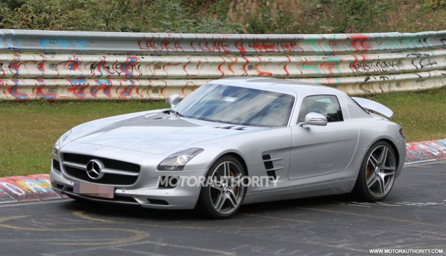 2014 Mercedes-Benz SLS AMG E-Cell spy shots