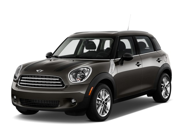 2014 MINI Cooper Countryman FWD 4-door Angular Front Exterior View