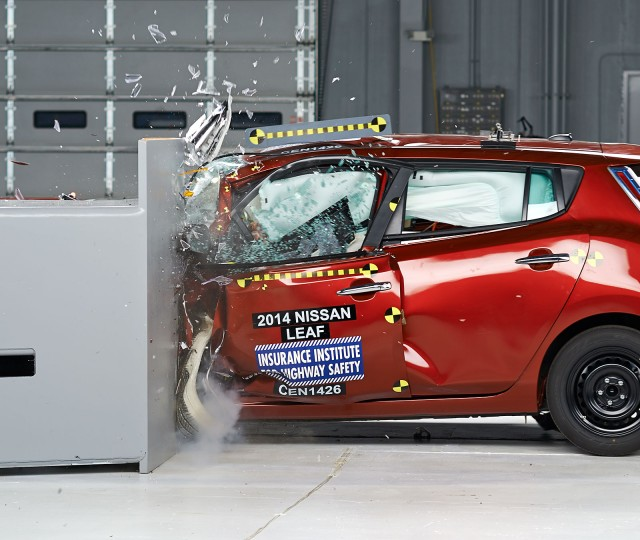 2014 Nissan Leaf - IIHS small front overlap crash test