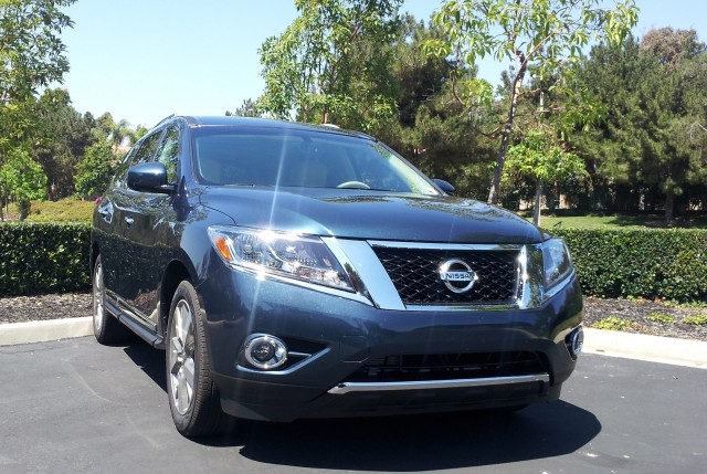 2014 nissan pathfinder hybrid is it hybrid enough to matter. Black Bedroom Furniture Sets. Home Design Ideas