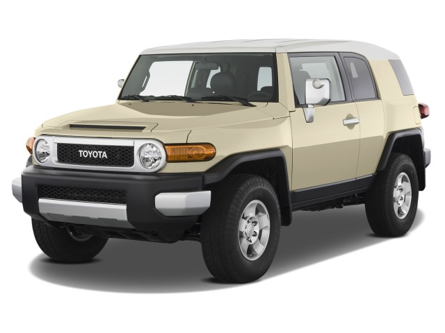 2014 Toyota FJ Cruiser 4WD 4-door Auto (GS) Angular Front Exterior View