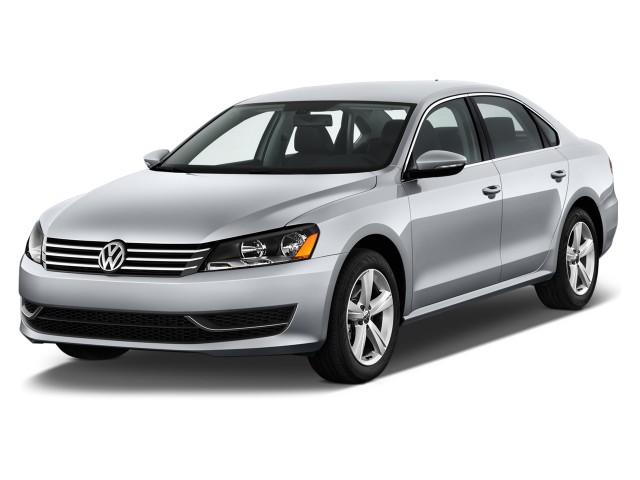 2014 Volkswagen Passat 4-door Sedan 2.5L Auto SE Angular Front Exterior View